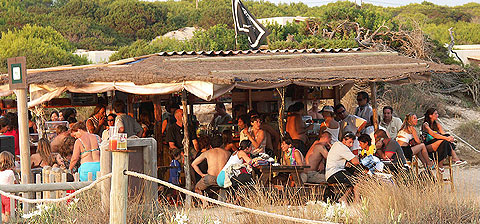 Chiringuito Pirata Bus en Migjorn